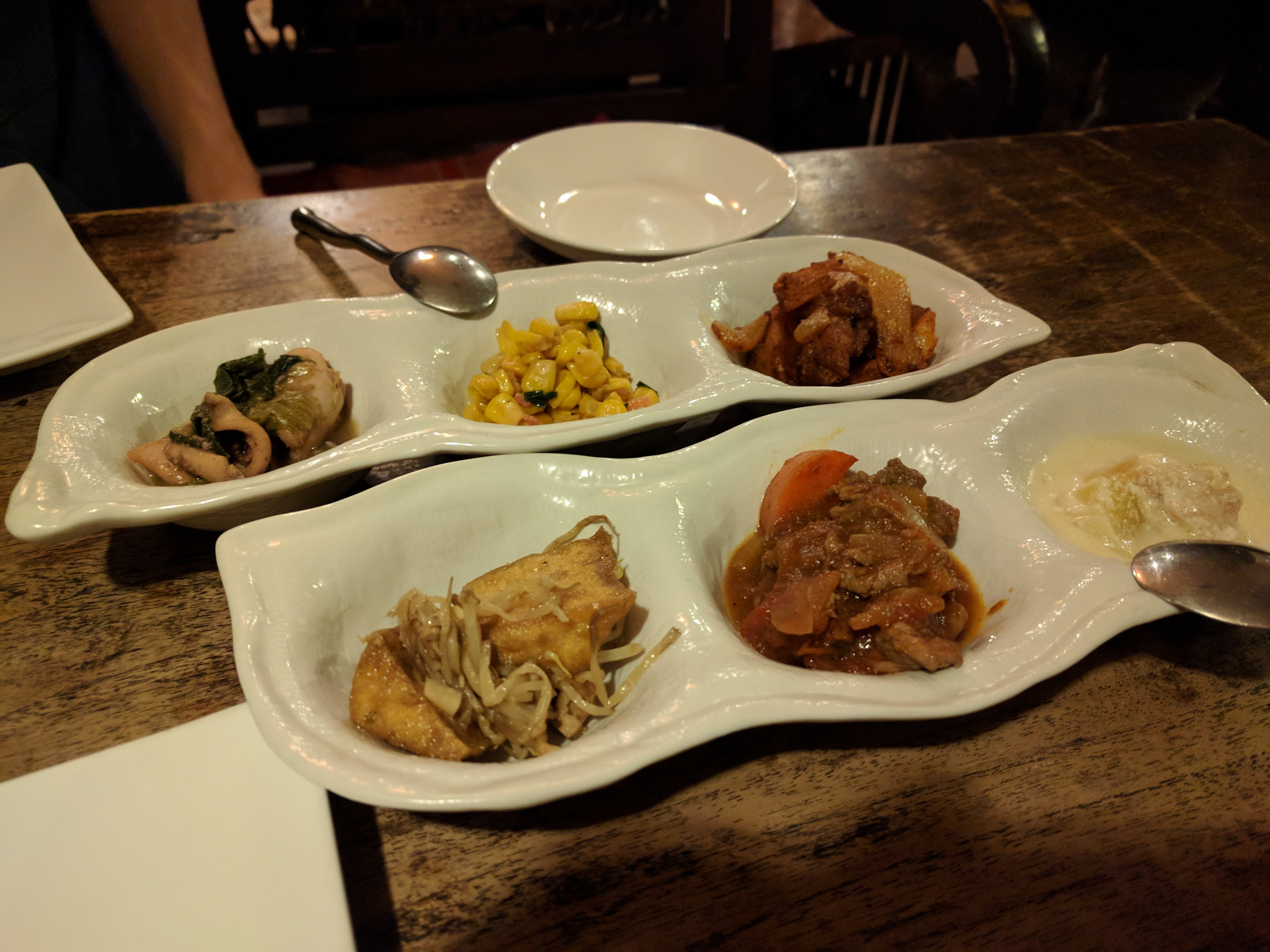 ムバラケ アジア料理 惣菜盛り合わせ